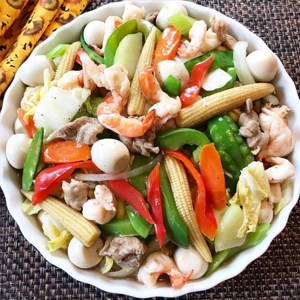 mixed vegetables with seafood and quail eggs