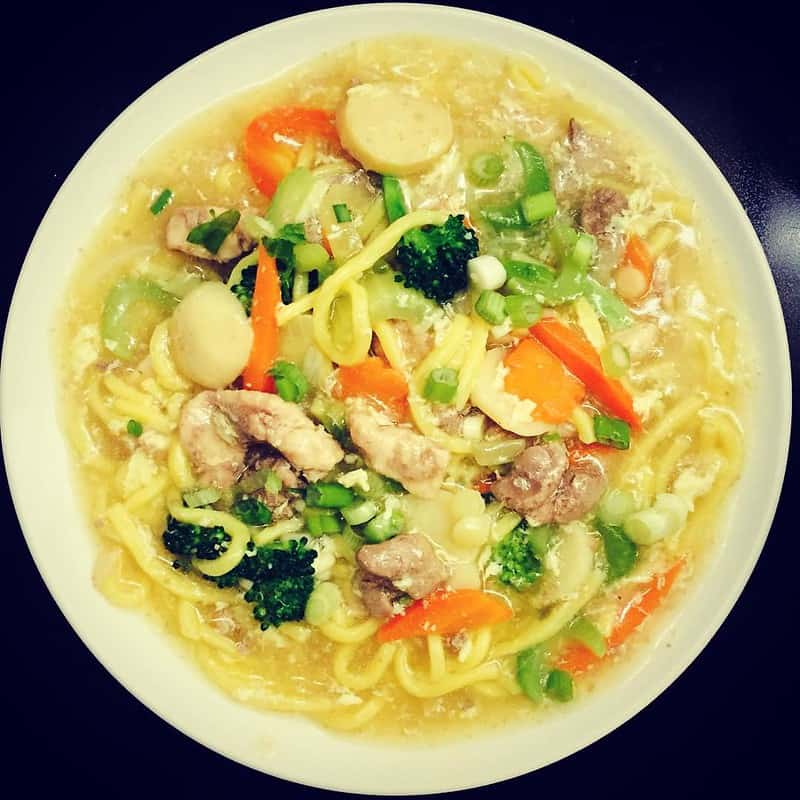 chicken lomi in a bowl